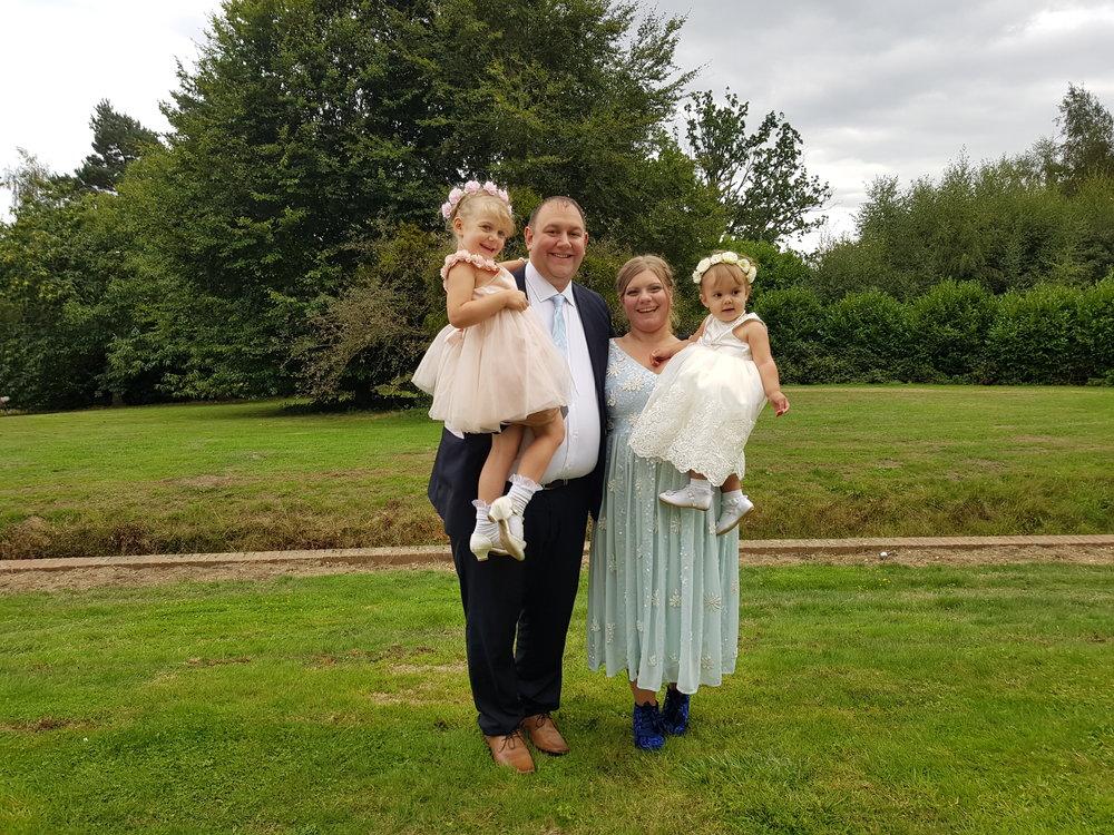 Wedding photo ideas: family photos at the wedding venue