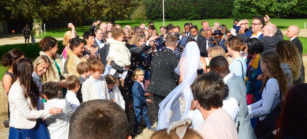 Wedding photo ideas: confetti throw wedding guests