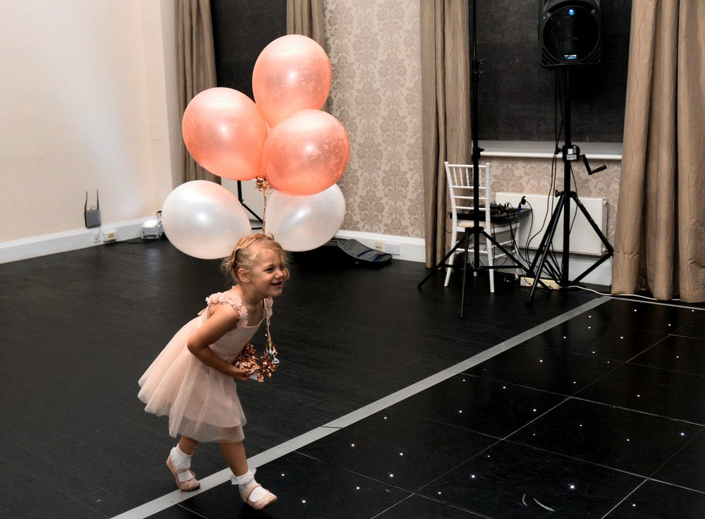 Wedding photo ideas: children on the wedding dancefloor