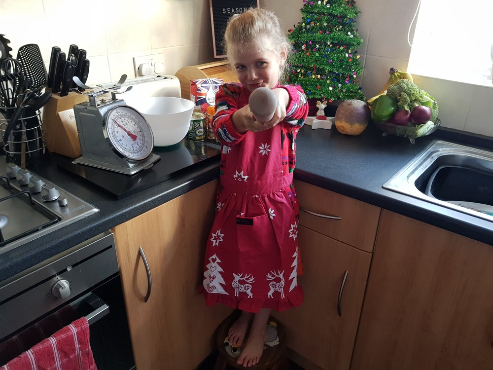 Ragged Rode Retro Red Christmas Apron Me Becoming Mum's Christmas Gifts for Four Year Olds