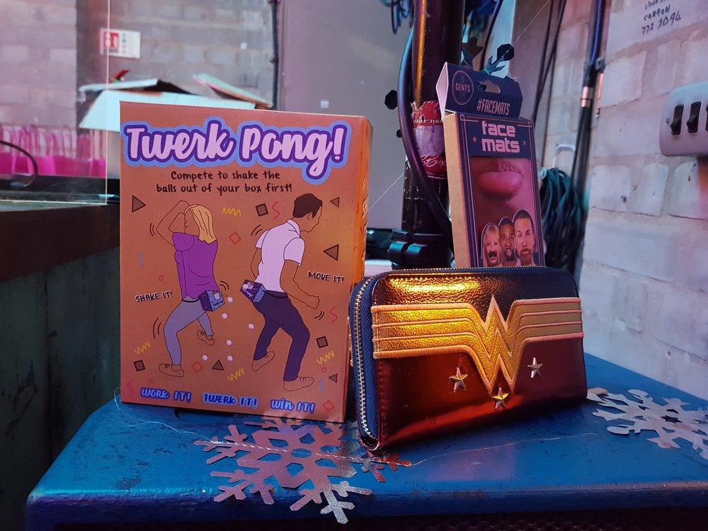 Prezzybox Jingle Mingle twerk pong, face mats and wonder woman purse