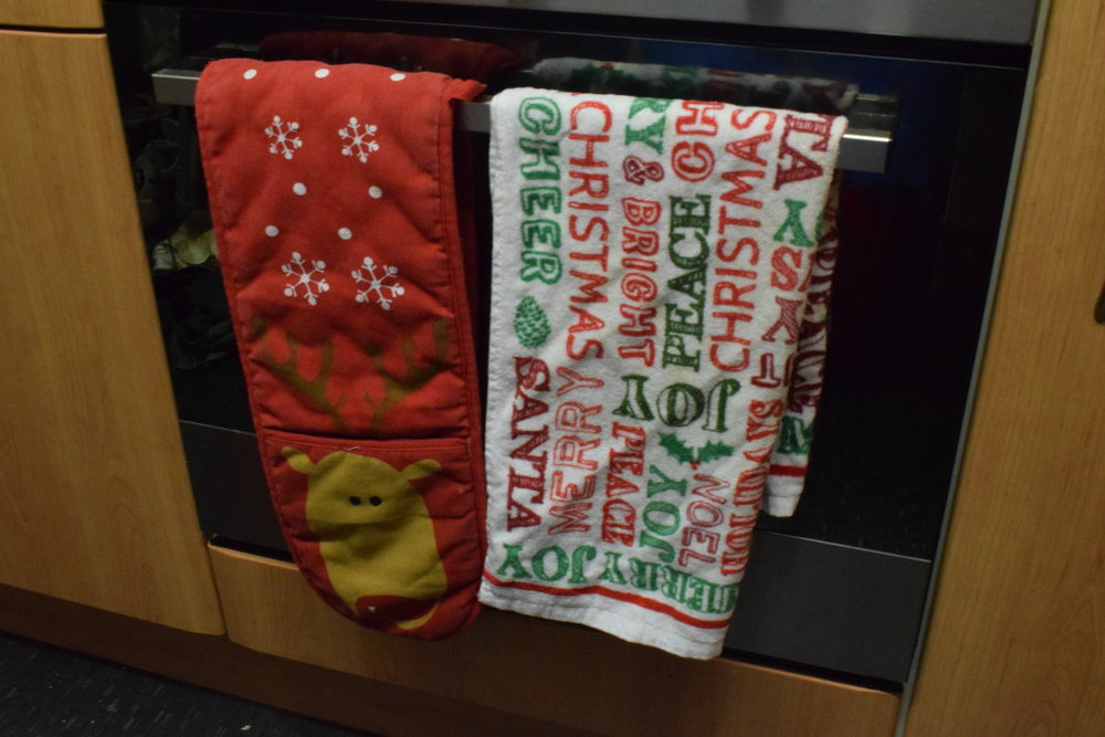 Christmas oven gloves and tea towel