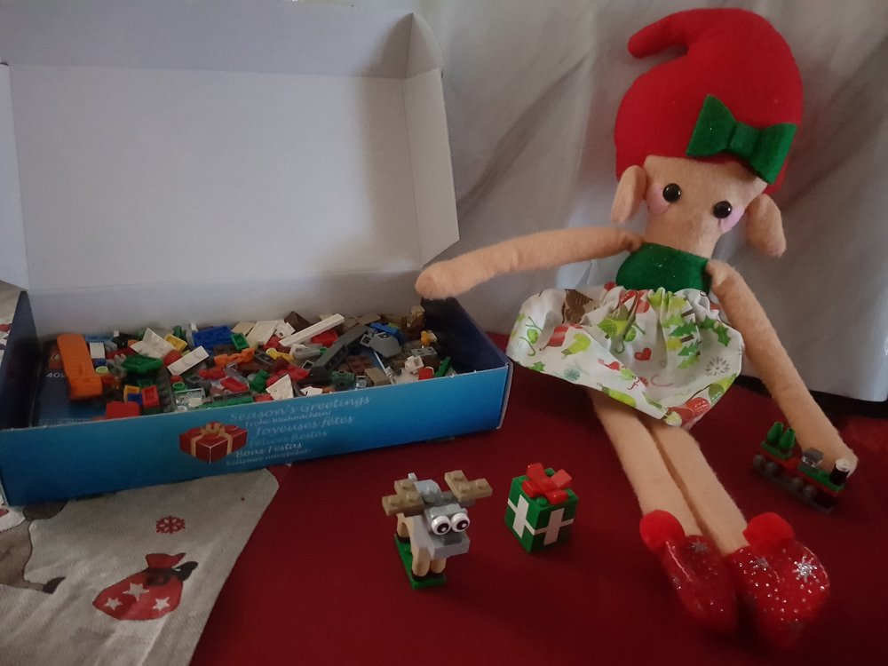 Elf of the Shelf Lego