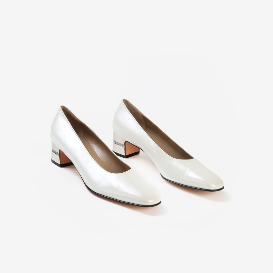 SALVATORE FERRAGAMO HEELS $119 SIZE: US 8 BENEFITS: $75.75 supports Place of Hope* Ivory leather round-toe pumps with a silver-tone chunky heel.