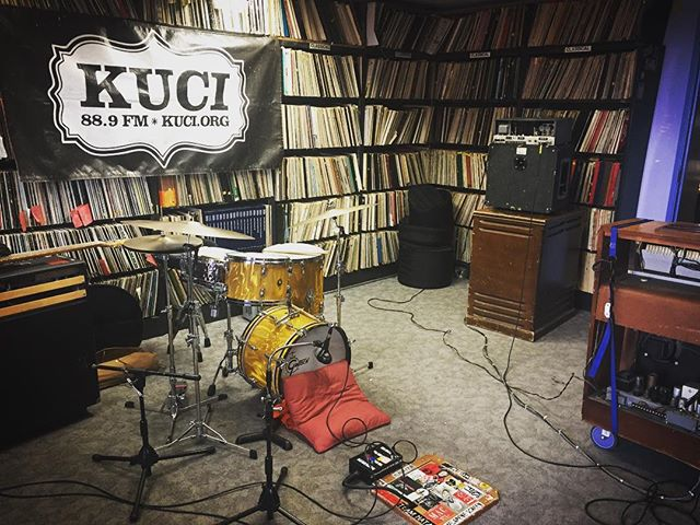 Getting dialed in for tonites 7pm live performance on KUCI 88.9fm, tune in your portable or stationary transmission units or direct your earholes to KUCI.org/listen✌🏻✌🏻️✌🏻️ #funk #soul #thesoulbeacons #danceparty #vinylrecords #hammondorgan #danceparty