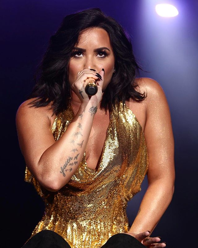 I need to wear more gold @ddlovato