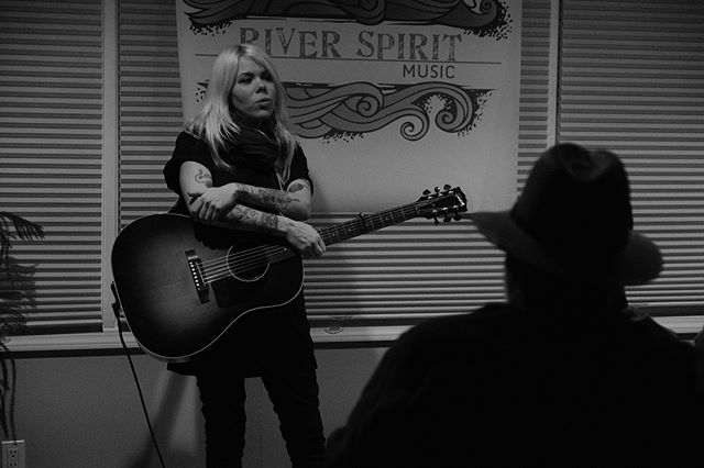 Tonight was perfect! Got to play a few songs and meet some great folks. Thanks for bringing me here @jaimeeharris #riverspiritmusic is as good as it gets. Peter and Paula work hard to make things come together and they do a fantastic job! Thank you!