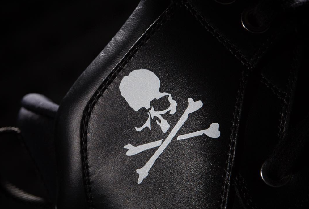 - The upper is constructed using Italian tanned leather and features a strap across the forefoot as well as a RiRi zipper running down the back of the heel. he label's instantly recognizable skull and bones logo is seen on the high-top ankle support.