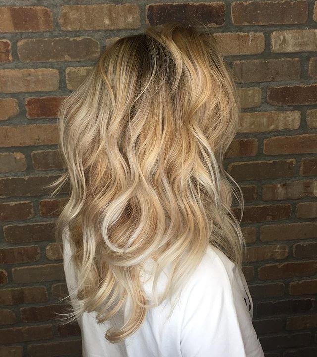 It's a blondefest lately....#summerhair  #hushhushbangbang #nofilter #blondehairdontcare #platinum #beachhair #orangecounty #ocstyle #blonde #balyage #shadowroot