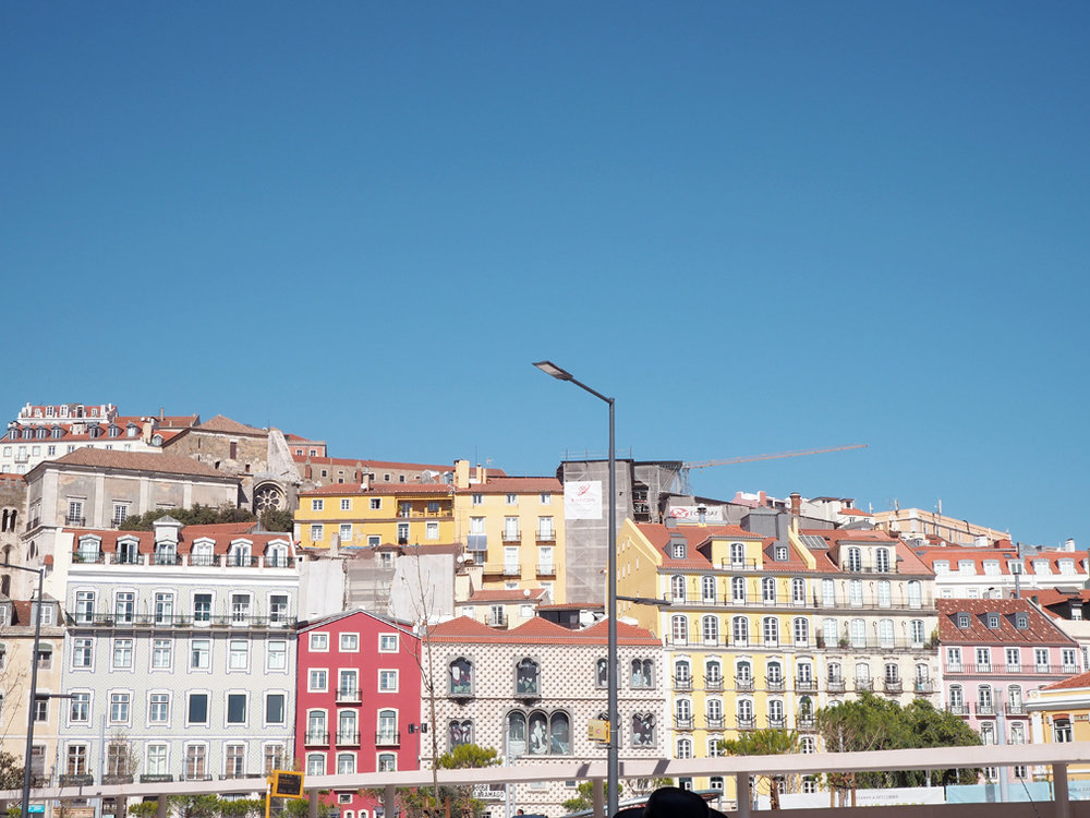 alfama buildings lisbon