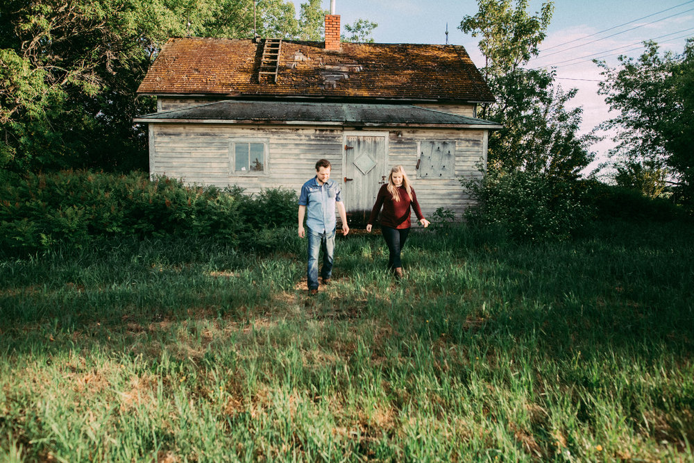 farmhouse in westlock engagement session