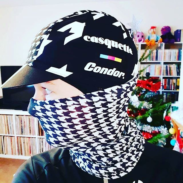 You can never wear enough houndstooth, as demonstrated by cycling ninja @mufftree - Like the cap? Available at Casquette Online  #awesome #cycling #wednesdaywisdom #womenscycling #rides #capsnothats #casquette