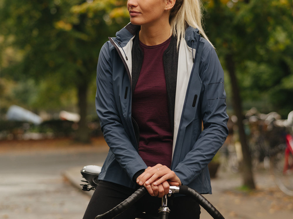 rapha_womens_rain_coat_womens_cycling.jpg