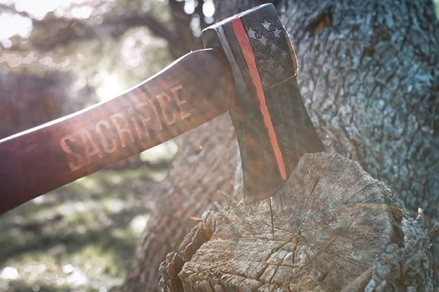 Red Line Flag.  1.5lb engraved axe head 15.5 inch handle  @theaxehousestl  Love the weight of this axe. Definitely a slugger.