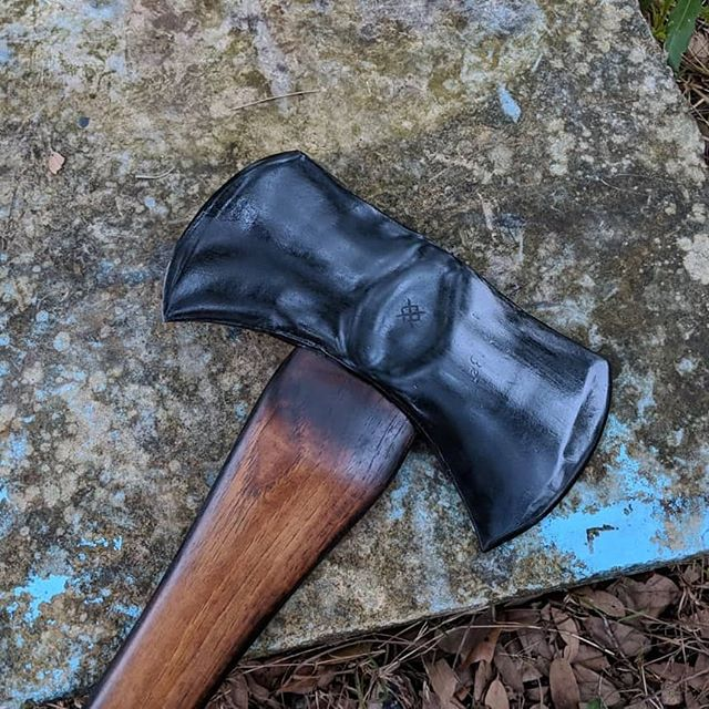 Vintage restoration of a 1949 Sager Chemical Double Bit Axe. . . . I love this axe so much. It was so much fun to utilize. And yeah you heard me it was FUN. Double the Fun while in the bush I've got two edges that scream freedom. 🤣♥️ . . . Slide into my DM if you want to get an axe ordered for Christmas. 🔥♥️ . . . #axejunkie #axethrowing #throwingaxe #doublebit #freedom #sagerchemicalaxe #1949 #vintagerestoration #blackaxe #midnightbeauty #bushcraft #axenerd #customaxe #customengraved #art #axeart