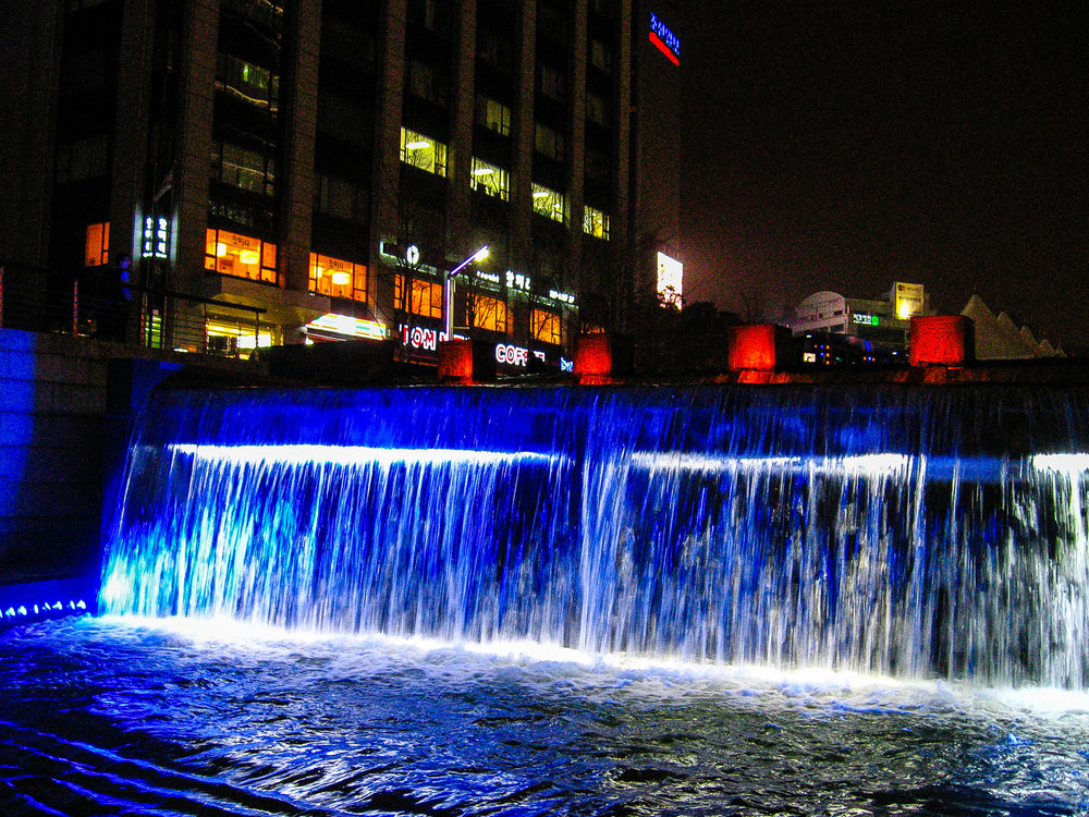 Cheongyecheon at night