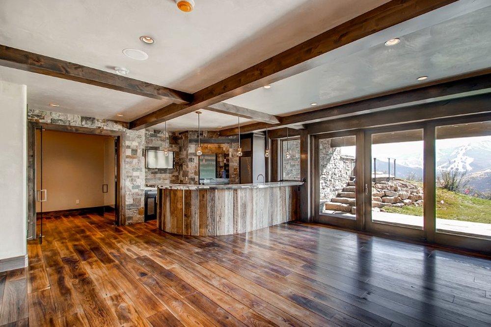 25 Lower Level Living Room.jpg