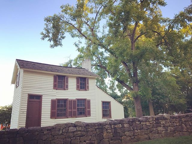 It's #NationalPublicLandsDay, with free admission to all @nationalparkservice units across the country. Pictured: the Innis House at @fredspotnps. #historichouse #NPLD #optoutside #battlefield #thisplacematters #historyrelevance #FredSpot