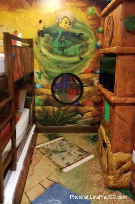 LEGOLAND CALIFORNIA HOTEL Ninjago Room Bunk Beds Photo at LetsPlayOC.jpg