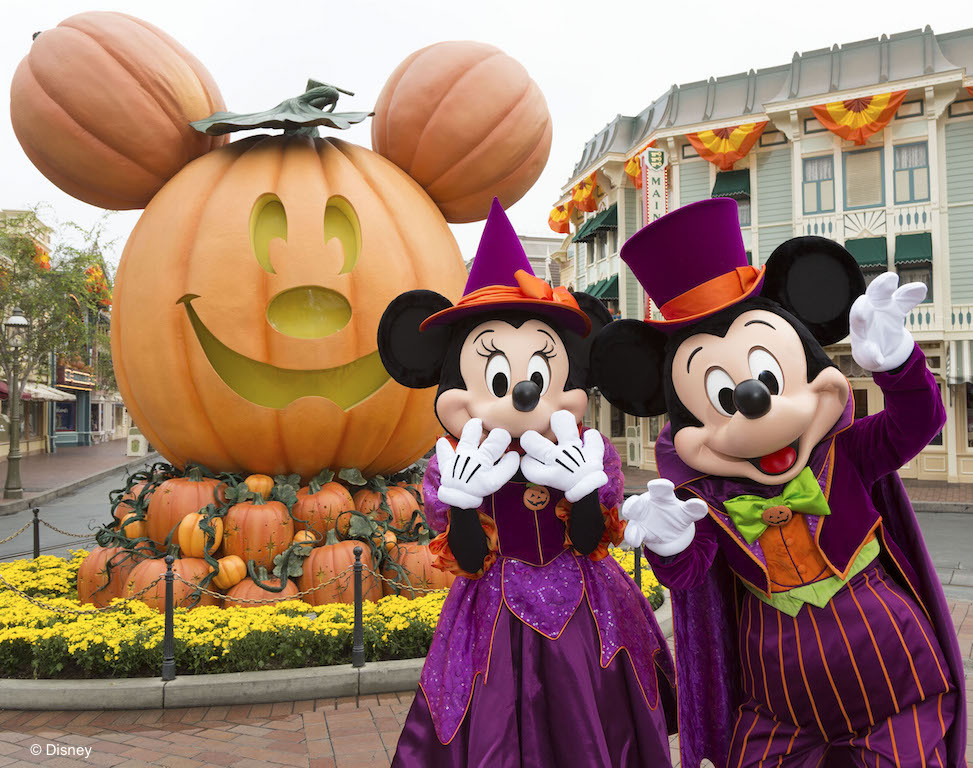 MICKEY MOUSE AND MINNIE MOUSE CELEBRATE HALLOWEEN TIME (ANAHEIM, Calif.) ññ During Halloween Time at the Disneyland Resort, guests will encounter beloved characters dressed in fun seasonal costumes, including Mickey Mouse and Minnie Mouse. The Halloween season at the Disneyland Resort, which also features special attractions and entertainment, runs from Sept. 15 through Oct. 31, 2017. (Scott Brinegar/Disneyland Resort)