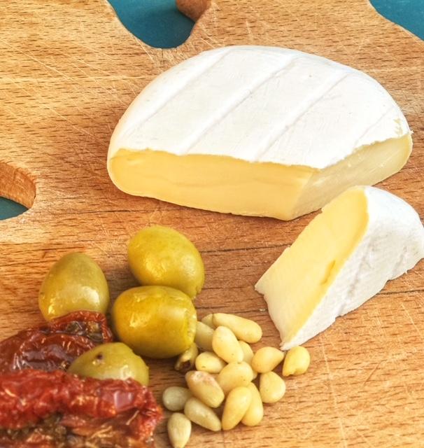 Mammaprada :: 4 Italian cheese to try this summer, Tomino