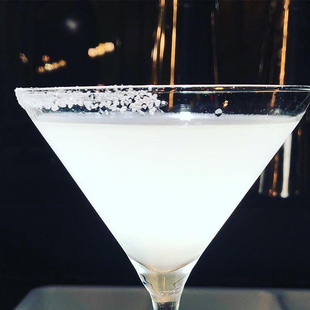 Half moon full glass 🍸 .  #daiquiri #classic #cocktails #rimtheglass #with#🍋 #saltandsugar #sintjorispoort #saturdaynight #fever