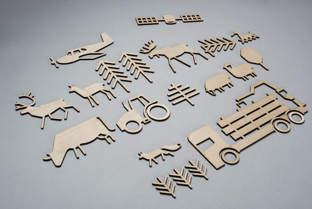 Piktogrammene utskåret i finér