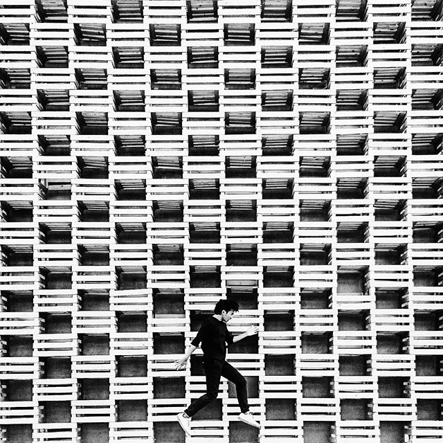 Thunder. Milan 2016 . . . #architecture #facade #levitation #blackandwhite #bnw #vsco #vscocam #ig_bw #instagram #minimal #minimalist #bnw_society