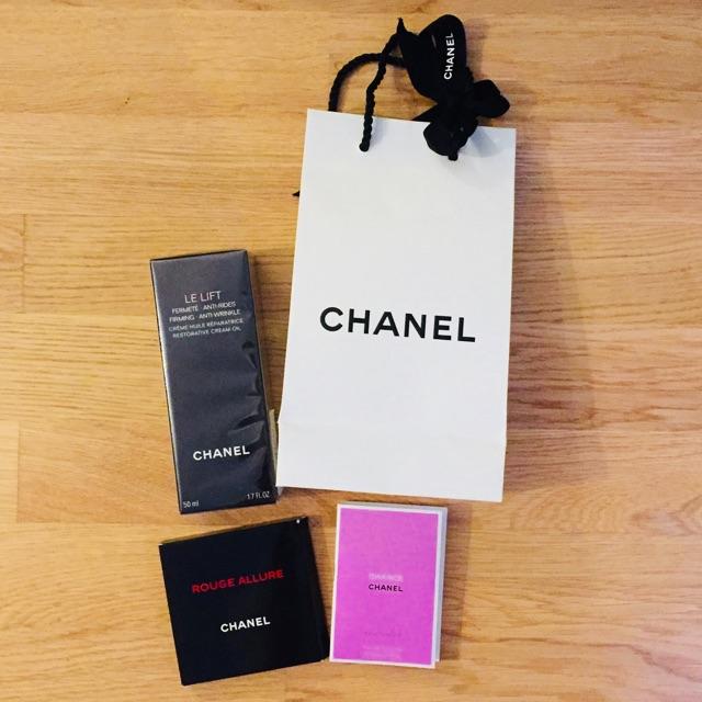 Dieses süsse Chanel Set ist ein ideales Geschenk zum Muttertag.