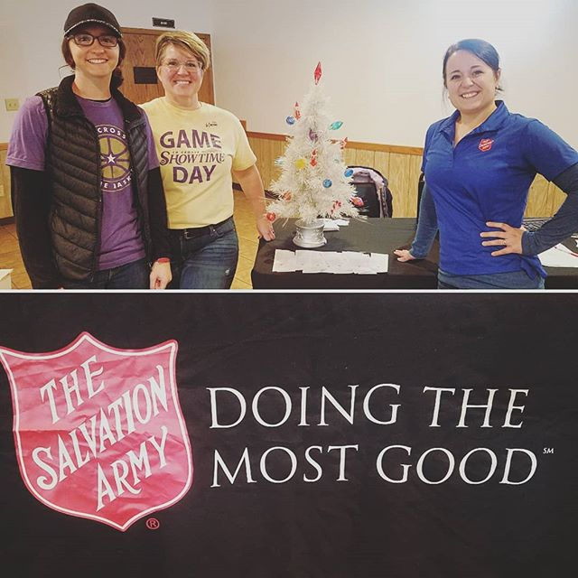 Showtime staff getting out into the community early this morning to help out with the Salvation Army's first annual Red Kettle kick-off Pancake Breakfast!  #showtimebasketball #salvationarmy