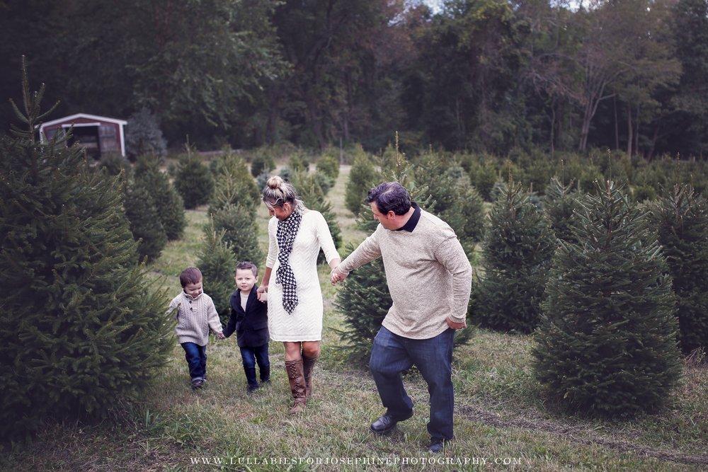 Morris COunty NJ Family Photographer-holiday session -tree farm
