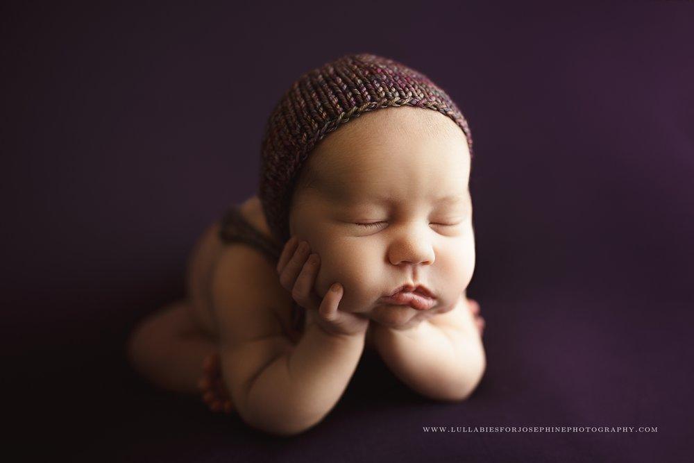 pompton-plains-nj*-newborn-photographer-froggy-pose-purple-studio