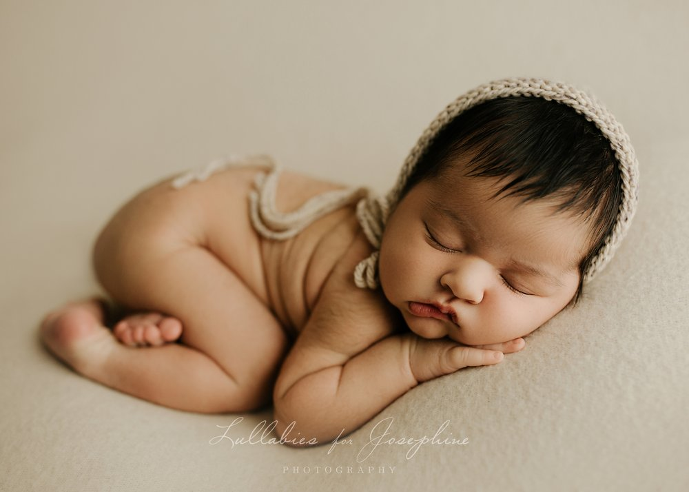 NJ-newborn-baby-photographer-bonnet-naked-pose-sleepy-baby