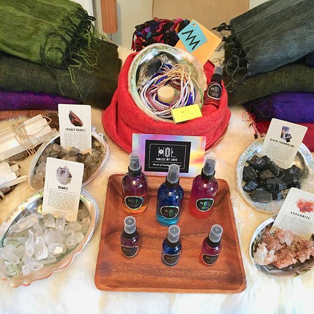HOUSE OF LOVE UP IN NYC!! Come visit me at the #gp_market #greenpointloft #greenpointersholidaymarket I'll be there with all the COLOR!💜🧡💛💚💙❤️💖 #essentialoil room sprays for the holidays #crystals for balancing the home & work place #spiritbowls (loving gift baskets with a spell) 🔮🎄🎁 and other sweet #stockingstuffers 🌈❄️ big shot out to #spiritsister @meganificent for helping make this happen 👭😘✨