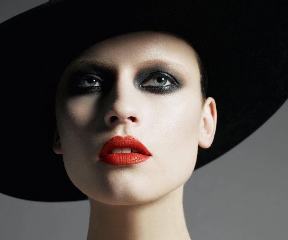 11X14 P0RT GL0SSY 170 R0LL-red lips beauty.jpg