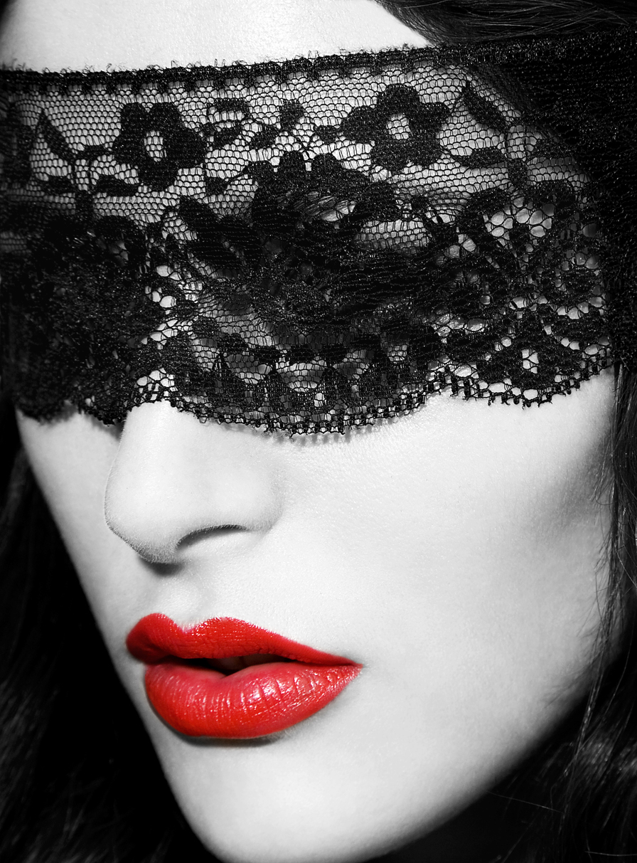 WEB- cropped blk version-mmasked -beauty.jpg