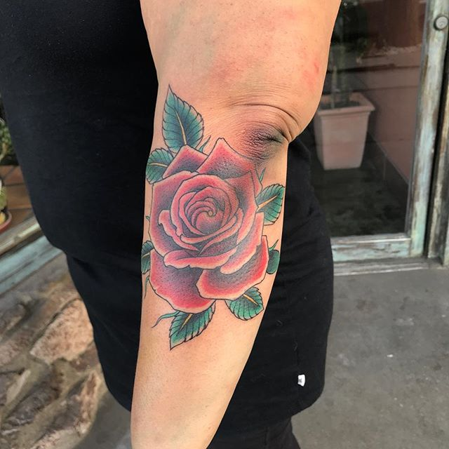Fun rose from yesterday. Roses are still my favorite.