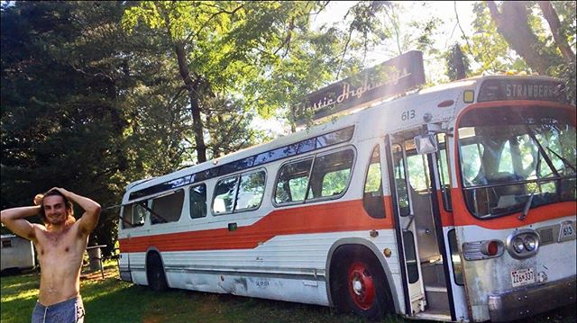 Can't wait till I can use a bus like this one to travel all over the world spreading the mission #partywithpurpose #findyourtribe @mettamakers @mealtribes #elastichighways
