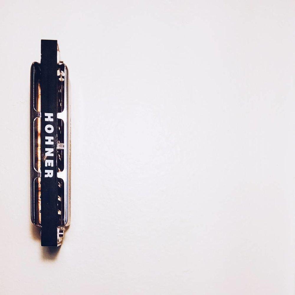 """""""Le pinceau de la Gorgone"""", 1x1, harmonica on nail, 2015"""