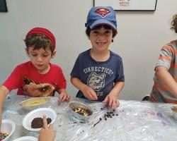 Camp 613 Prepares Challah on Erev Shabbat - Jewish Link, July 20, 2017