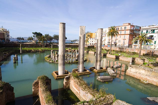Remains of a Roman temple in Naples, Italy, remarkably still intact despite its constant contact with water (Photographed by Angela Sorrentino, original here)