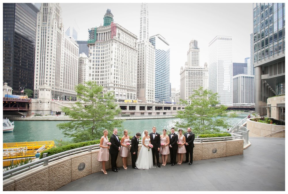 wedding-photos-at-the-chicago-riverwalk