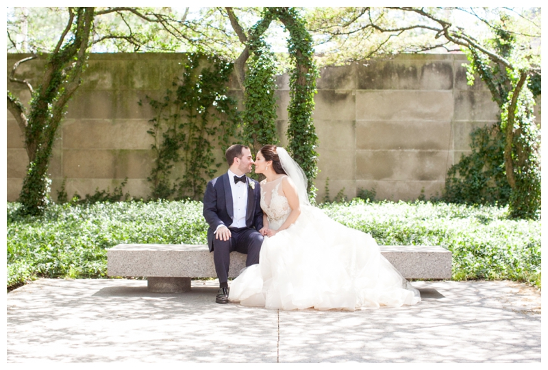 art-institute-of-chicago-wedding-photos-couple