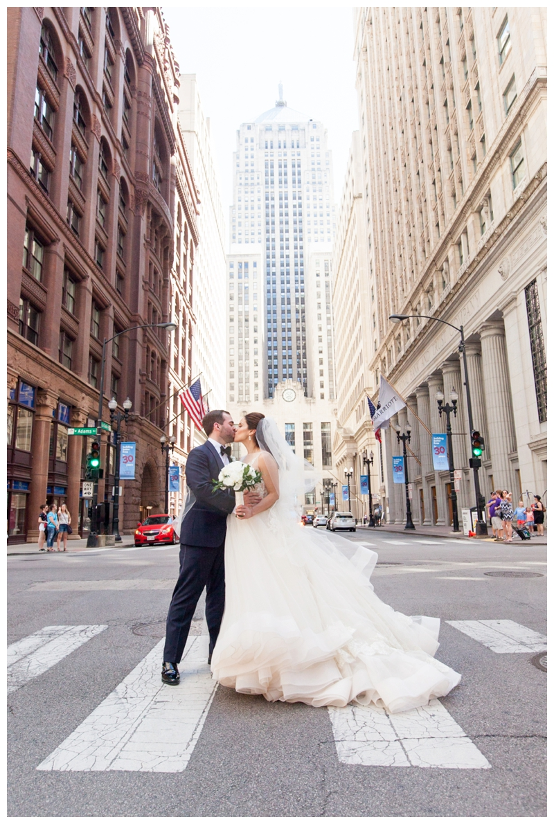 wedding-photo-chicago-board-of-trade
