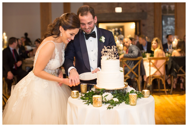 bridgeport-art-center-chicago-wedding-cake-cutting