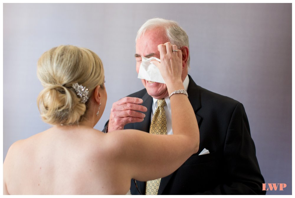 bride-dad-first-look