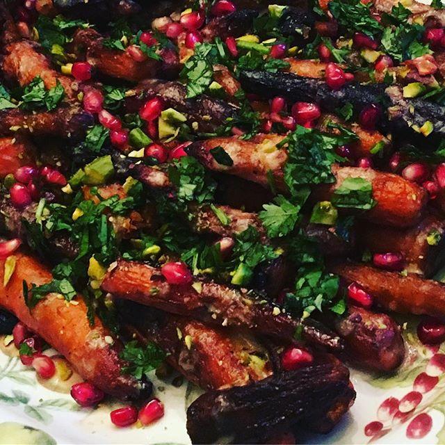 Roasted carrots with tahini sauce, pomegranates and cilantro on top! Happy holidays 🎄😍🤩