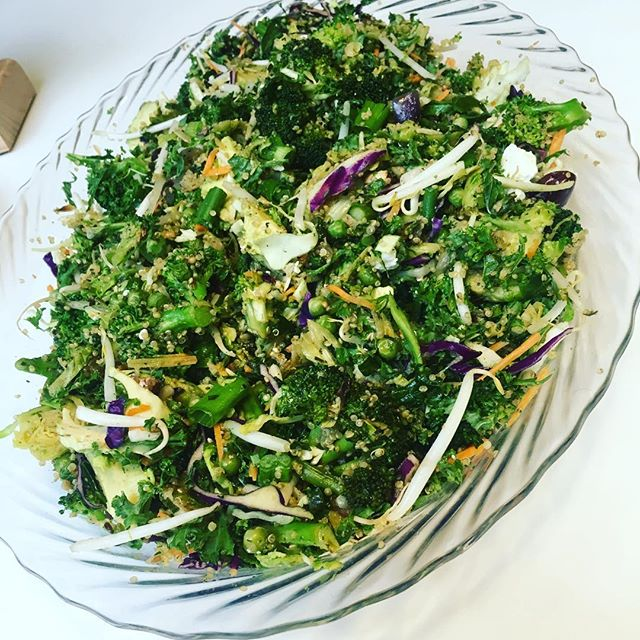 Eat yo greens ! This was a salad I made for @wework event. Happy st.patricks day people 🥑🍏🥗👍💚 #greensalad #greatsidedish #kaleslaw #brocpeasbrusselsonions #avo #eatwellbewell #foodisfuel