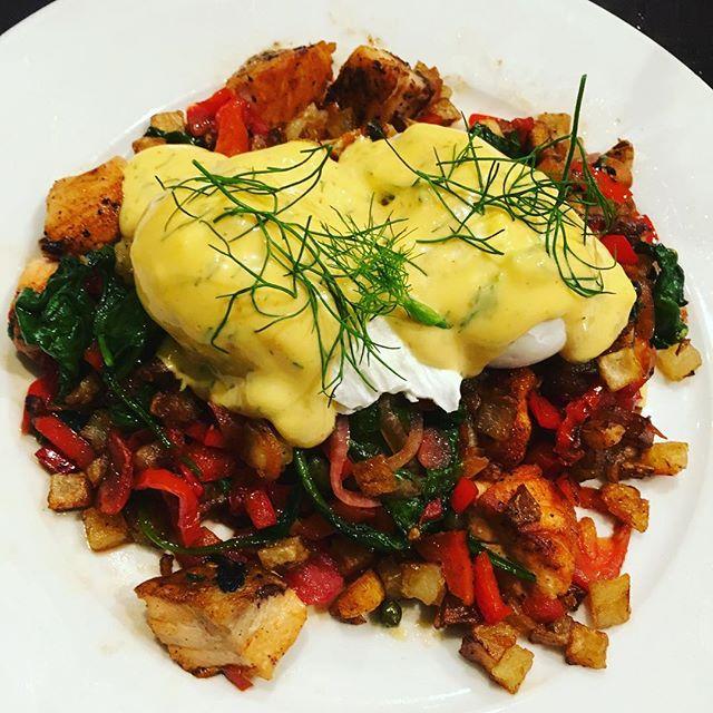 Salmon hash scramble #gettingdillywithit #potatovsbread #protein #easytomakeathome 💪😋