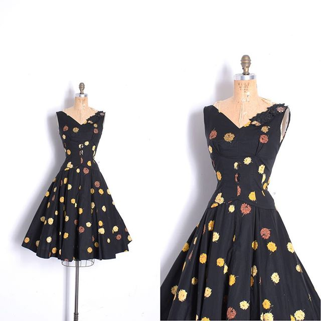 Just in: Gorgeous '50s dark floral cotton dress. I love the quilted details and sporadic beading! Size small-medium